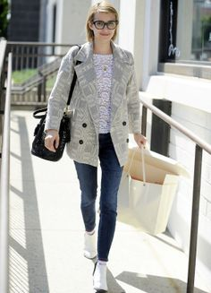 Emma Roberts wears Goldsign Jeans in Beverly Hills - Shopping and Info Beverly Hills Shopping, Emma Roberts Style, Librarian Style, Casual Look, Cute Fashion, Autumn Winter Fashion, Editorial Fashion, Cool Outfits, Winter Outfits