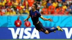 SALVADOR, BRAZIL - JUNE 13:  Robin van Persie of the Netherlands scores the equalising goal during the 2014 FIFA World Cup Brazil Group B match between Spain and Netherlands at Arena Fonte Nova on June 13, 2014 in Salvador, Brazil.  (Photo by Ryan Pierse