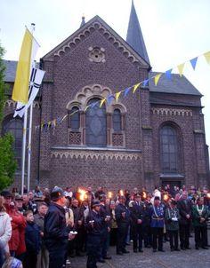 Zapfenstreich vor der Kirche in Hackenbroich, Foto: S. Hopp