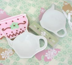 teapot shaped dish party favors - table gift ideas - tea party ideas