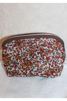 Косметичку «Травнева рапсодія» виконано з текстилю з яскравим квітковим малюнком з бавовняною підкладкою. Coin Purse, Lunch Box, Wallet, Purses, Handbags, Purses And Handbags, Coin Purses, Purse, Bags
