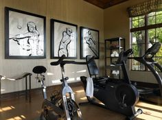 Wall art decorating idea for the home gym