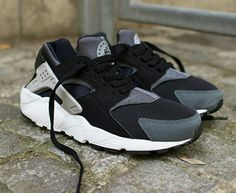 new york 5ba67 9b1e3 Huarache Grey Huraches, Nike Air Huarache, Most Comfortable Shoes, Grey  Sneakers, Sneakers