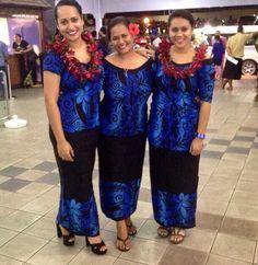 Our former Miss Samoa's wearing Mahealani's black/blue pea, waiting to welcome the All Blacks :) Samoan Designs, Polynesian Designs, Polynesian Culture, Island Wear, Island Outfit, Samoan Dress, Island Style Clothing, Hawaiian Fashion, African Print Fashion