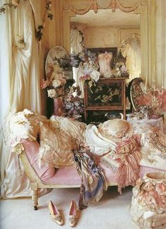 Vintage bedroom, soft layers, lace, pink, off white