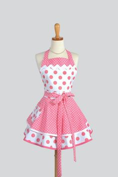 Ruffled Retro Apron - Sexy Womens Apron in Bubblegum Pink Polka Dots Handmade Full Kitchen Apron aww you can microwave burritos in this! Bodice Top, Cute Aprons, Sewing Aprons, Kitchen Aprons, Kitchen Store, Kitchen Dining, Aprons Vintage, Creation Couture, Bubblegum Pink