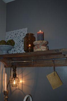 Wandplank keuken oud steigerhout, behandeld met aarde azijnloog en matte parketlak
