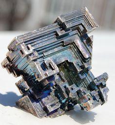 Crystal bismuth - Bismuth — Wikipédia