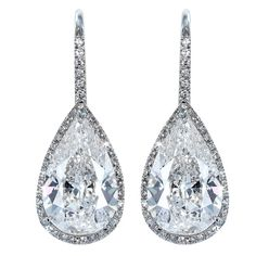 Brilliant 6.14 ct diamond drop earrings