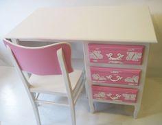 Butterfly chair and butterfly desk / kinderbureau van Mimi en Co #kinderbureau #kindermeubelen #kinderkamers