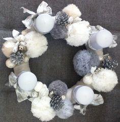 Couronne de l' avent Noël 2014, pompons en tulle et laine pailletée
