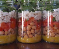 """27 curtidas, 1 comentários - Saladarica -Salada em Potes (@saladarica) no Instagram: """"Molho de mostarda e mel, grão de bico, tomate com salsa e cebolinha, frango, queijo branco e…"""""""