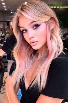 Blonde Hair With Pink Highlights, Pink Hair Streaks, Pink Blonde Hair, Pink Ombre Hair, Hair Color Pink, Hair Dye Colors, Cool Hair Color, Blonde Pink Balayage, Pink Peekaboo Highlights