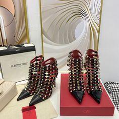 Valentino rockstuds ankle boots Valentino Shoes, Valentino Rockstud, Ankle Boots, Bags, Fashion, Valentino Heels, Ankle Booties, Handbags, Moda