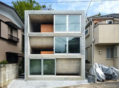 House in Byoubuguara Uses Curved Floors to Maximize a Small Footprint in Japan