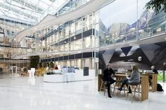 Statoil's building, at Sandsli in Bergen, is intended to contribute to the further development of the company's business plan by localising all operative units under one roof. Niels Torp Architects designed the new. Scandinavian Office, Scandinavian Design, Atrium Design, Bright Office, Office With A View, Interior Architecture, Interior Design, Architect Design, Bergen