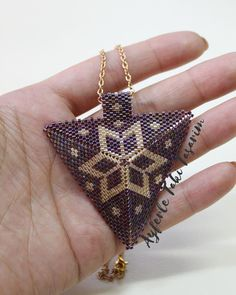 This Pin was discovered by ulk Peyote Stitch Patterns, Seed Bead Patterns, Beading Patterns, Tassel Jewelry, Beaded Jewelry, Diy Jewelry Inspiration, Jewelry Model, Earring Tutorial, Bracelets