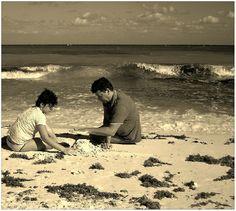 Gioco, sabbia, mare