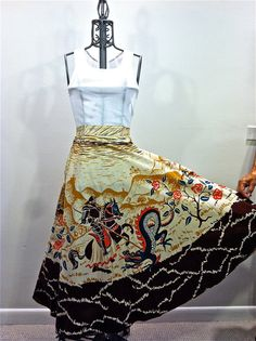 50's Circle Skirt Medieval Knights on Horseback Slaying by shopNOV