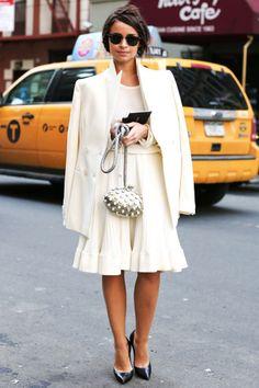 Celebrity Miroslava Duma is a petite clothing style bomb! Why it works Monochromatic.