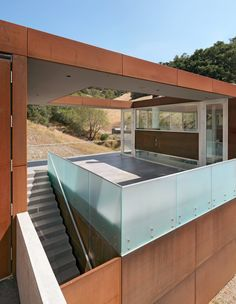 Deck has glass sides. Exterior walls are clad in corten steel plate. The entire roof is a photovoltaic field that converts California sun into energy   Stanley Saitowitz   Bridge House