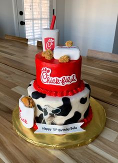 Yum, we're getting hungry just looking at this beautiful cake for Bella! Thank you to Hayley Massey of Cakes by Hayley Massey in Southaven, MS for creating this masterpiece! Fall Birthday Cakes, Funny Birthday Cakes, Happy 10th Birthday, Funny Cake, Birthday Cake Girls, First Birthday Parties, Funny Grooms Cake, 14th Birthday Party Ideas, Cow Appreciation Day