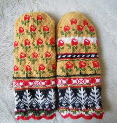 Ravelry: lacesockslupins' Latvian mittens, fraternal/modified