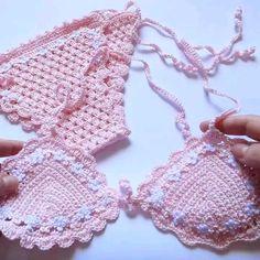 Crochet Shorts Pattern, Crochet Patterns, Bikini Rosa, Diy Clothing, Baby Bibs, Patterned Shorts, Crochet Baby, Baby Shower Gifts, Crocheting