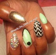 Green and gold nail idea