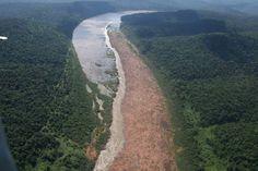 Foto aérea do Salto Yucumã, na fronteira entre Rio Grande do Sul e Argentina, no rio Uruguai. É o maior salto do mundo em extensão horizontal, mas hoje, estava completamente tapado pelo rio cheio. (foto retirada da internet)