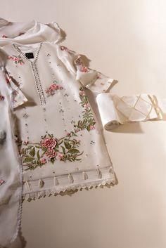 Latest Pakistani Dresses, Pakistani Fashion Casual, Pakistani Bridal Dresses, Pakistani Dress Design, Pakistani Outfits, Indian Dresses, Fancy Dress Design, Dress Designs, Party Wear Dresses
