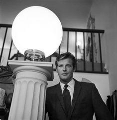Shantung Silk Jackets Of Roger Moore, Beverley Hills, California. Roger Moore, Britt Ekland, Jane Seymour, Great Memories, On Set, His Eyes, Cinema, Instagram, British