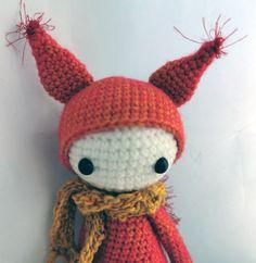 Zora das Eichhörnchen von PIDesignStore auf Etsy Squirrel, Crochet Hats, Christmas Ornaments, Holiday Decor, Etsy, Cotton, Crafts, Design, Washing Machine