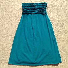 Dress🐬 Strapless dress that is 95% cotton, 5% spandex, that's a teal color. Purchased from target. The pink one is just to show how it fits. It's approximately 27' long. I wore this once, great condition!!!🌷 Xhilaration Dresses Strapless