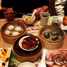 As I am writing this post- 4 days after my trip- my stomach still feels uncomfortably full. That's how much I ate in Hong Kong. The food in Hong Kong is fantastic, and quite possibly, the best of any city I've ever been to.