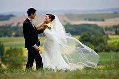 O casamento pode ajudá-lo a chegar à velhice, dizem os pesquisadores. As pessoas que não têm um parceiro permanente ou cônjuge durante a meia-idade são mais propensos a morrer durante esses anos, revelou um novo estudo.