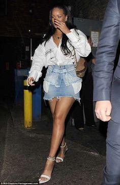 Rihanna Wearing a Ben Taverniti Unravel Denim Belt - Denimology Rihanna Show, Rihanna Love, Rihanna Fenty, Denim Belt, Denim Skirt, Second Wedding Dresses, Bad Gal, Celebrity Look, Star Fashion