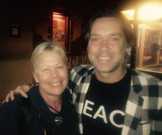 I had an opportunity to meet singer/song writer Rufus Wainwright outside there KiMo Theatre in Albuquerque last evening after he gave an amazing performance to benefit 516Arts.org.