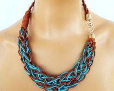 Punto de la cuerda Collar tejido declaración collar en neón