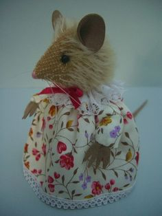 This little mouse is tall and has a mohair head, wool felt body and ultrasuede paws, ears and tail. She has black bead eyes and plastic thread whiskers. Bear Design, Applique Designs, Pretty Dresses, Wool Felt, Kids Toys, Doll Clothes, Bears, Crochet Hats, Miniatures