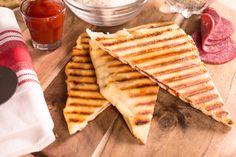Maak van vriesvers Pizzadeeg heerlijke knapperige tosti's. Met handige voorbeeld video.