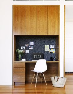 Blackbutt veneer cabinetry features throughout the house, including in this study nook, home office workspace. Office Nook, Home Office Space, Home Office Design, Home Office Furniture, Home Office Decor, Home Decor, Office Workspace, Office Ideas, Small Office