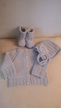Ravelry: Trippi bonnet and booties pattern by Barbara Ajroldi Baby Cardigan Knitting Pattern Free, Baby Knitting Patterns, Knitting Designs, Baby Patterns, Crochet Bebe, Knit Crochet, Baby Vest, Knitting For Kids, Baby Sweaters
