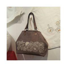 느낌?  #embroidery #handembroidery #bordado #broderie #needlework #handcraft #bag #stitch #ricamo #프랑스자수 #서양자수 #손바느질 #가방 #경인미술관 #제2전시관 #김방자프랑스자수회원전 #2016년12월7일~12월13일 #gachi