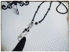Heidin korutaiteilut: Mustaa, metallia ja tupsuja Diy Jewelry, Tassel Necklace, Tassels, Pictures, Photos, Tassel, Grimm, Fringes, Diy Jewelry Making