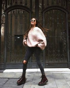 new ideas for boots winter fashion street styles Sport Outfits, Trendy Outfits, Fashion Outfits, Womens Fashion, Fashion Boots, Ladies Fashion, Sporty Chic Outfits, Sporty Chic Style, Urban Fashion Women
