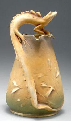 Amphora-Werke Riessner, Stellmacher & Kessel, Turn-Teplitz. Vase with lizard, made for the Paris World Fair 1900. H. 20.5 cm. Marked: clover, TURN, AMPHORA AUSTRIA, PARIS 1900 (crown).