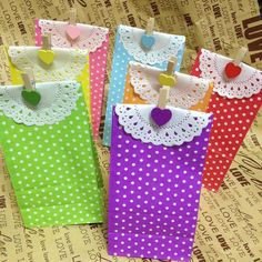 Stand up Colorful Polka Dots Paper Favor Bags with Paper Doilies and Gift Packing Bags, Treat Bags Kids Crafts, Foam Crafts, Diy And Crafts, Fabric Gift Bags, Paper Gift Bags, Paper Bag Flooring, Cheap Gift Bags, Polka Dot Party, Polka Dots