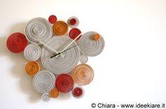 Ideekiare: Eco Craft Tour: orologio da parete fatto con il cartoncino ondulato Jute Crafts, Clay Crafts, Arts And Crafts, Paper Quilling Tutorial, Quilling Paper Craft, Diy Paper, Paper Art, Bottle Top Crafts, Arte Quilling
