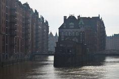 Unter meinen Hamburg Tipps ist der Hinweis auf den Ausblick von der Poggenmühlenbrücke auf die Speicherstadt ein besonders wichtiger.